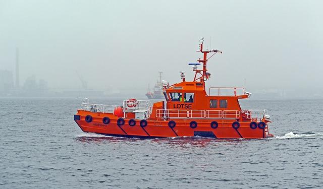 pilot-boat-2383364_640